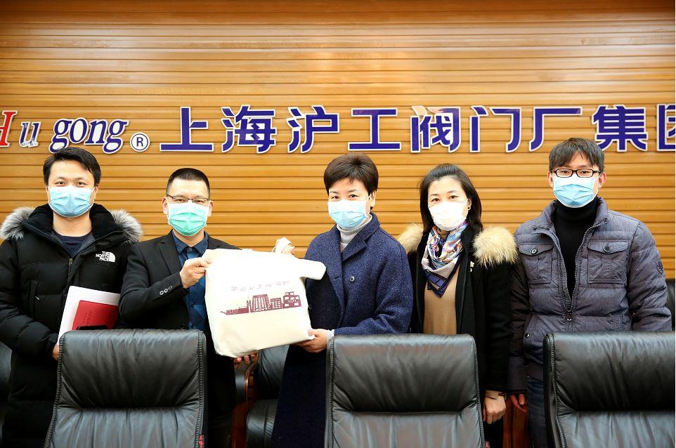 华亭镇党委书记何蓉走访调研上海沪工伟德国际iosapp下载厂